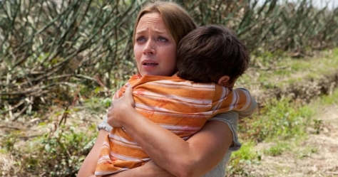 Emily-Blunt-and-Pierce-Gagnon-in-Looper
