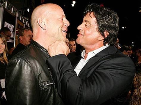 stallone-and-willis-arm-wrestle-1330205825-7467